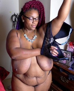 Ebony BBW Cybil Peach shows her..