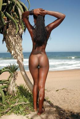 Hot ebony babe posing and selfshooting