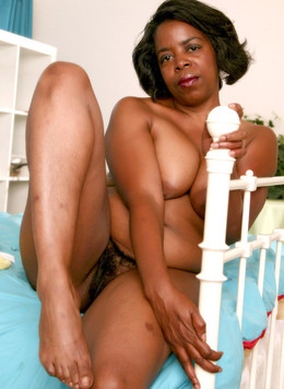 Naked black MILFs show their erotic pics