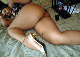 These black mom is horny and mature,..