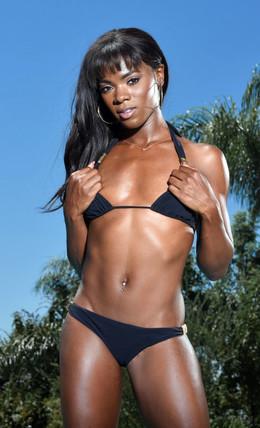 Slim black babe Ana Foxxx bares her..